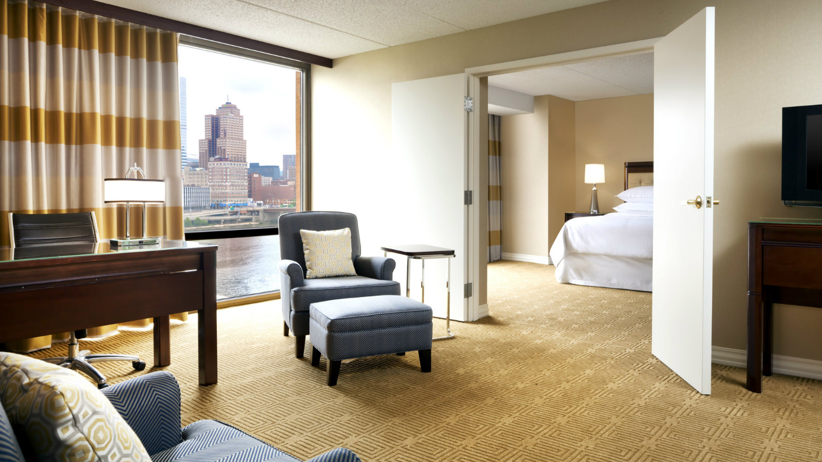 Sheraton Pittsburgh Hotel at Station Square - King Suite